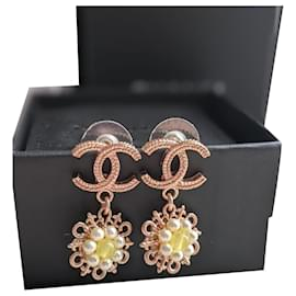 Chanel-CHANEL B18C earrings in pink gold colour with pearls-Gold hardware