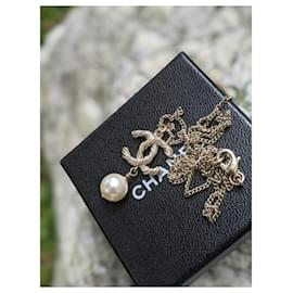 Chanel-CHANEL B15 V Twisted CC Crystal Pearl Necklace-Gold hardware