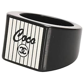 Chanel-Chanel White CC Coco Resin Ring-Black,White,Cream