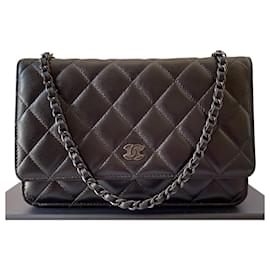 Chanel-Classic Quilted Wallet on Chain So Black Lambskin-Black