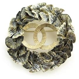 Chanel-NEW CHANEL BROOCH CC LOGO FOLAGES IN GOLD METAL NEW GOLDEN BROOCH-Golden
