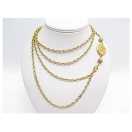Chanel-VINTAGE CHANEL NECKLACE 1970 NECKLACE CC MEDALLION CHAIN NECKLACE IN GOLD METAL-Golden