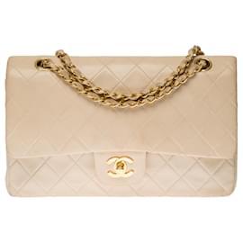 Chanel-Superb Chanel Timeless Medium handbag with lined flap in beige quilted lambskin, garniture en métal doré-Beige