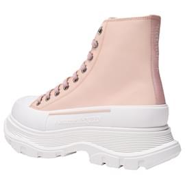 Alexander Mcqueen-Tread Slick Sneakers in Pink Leather-Pink