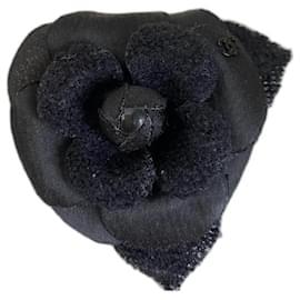 Chanel-Chanel Black Camellia Brooch with Tweed , Neuve-Black