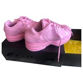 Nike-Sneakers-Pink