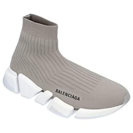 Balenciaga-Women's Balenciaga Speed 2.0 Sneaker in Grey With White Sole-Grey
