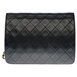Chanel-Very chic Chanel Classique shoulder bag 25 cm in black quilted lambskin, garniture en métal doré-Black