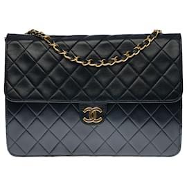 Chanel-Splendid Chanel Classique shoulder bag in black quilted leather, garniture en métal doré-Black