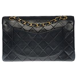 Chanel-The coveted Chanel Timeless bag 23cm with lined flap in quilted black lambskin, garniture en métal doré-Black