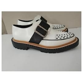Burberry-Mason Buckle Strap Leather Platform-White