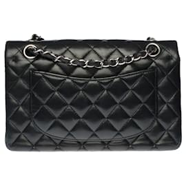 Chanel-The coveted Chanel Timeless bag 23cm with lined flap in quilted black lambskin, Garniture en métal argenté-Black