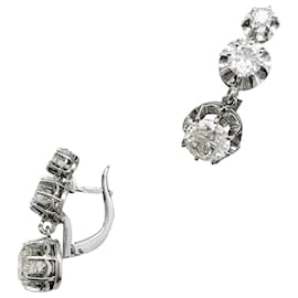 inconnue-Lever-back earrings in platinium and diamonds.-Other