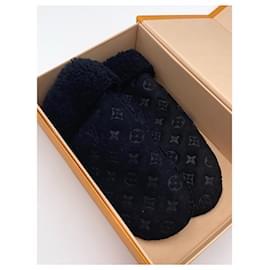 Louis Vuitton-Louis Vuitton Shearlingram Black gloves new-Black