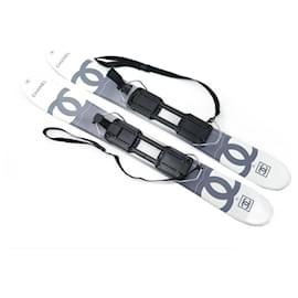 Chanel-NEUF PAIRE DE SKIS CHANEL COURTS 85 CM LIGNE LOGO CC WHITE & GREY SHORT SNOW NEW-Blanc
