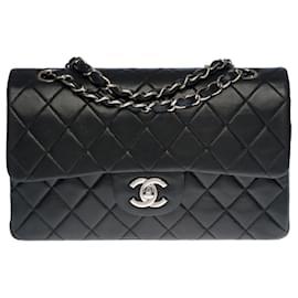 Chanel-Splendid and sought after Chanel Timeless bag 23cm with lined flap in quilted black leather, Garniture en métal argenté-Black