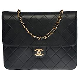 Chanel-Splendid Chanel Flap bag shoulder bag in black quilted leather, garniture en métal doré-Black