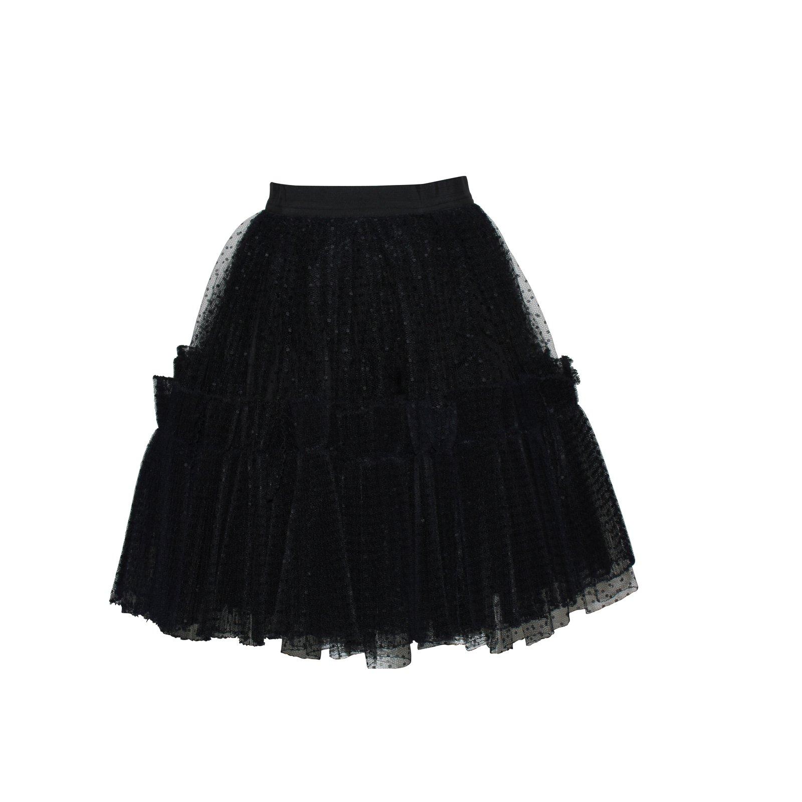 jupe en tulle noire fashion designs. Black Bedroom Furniture Sets. Home Design Ideas