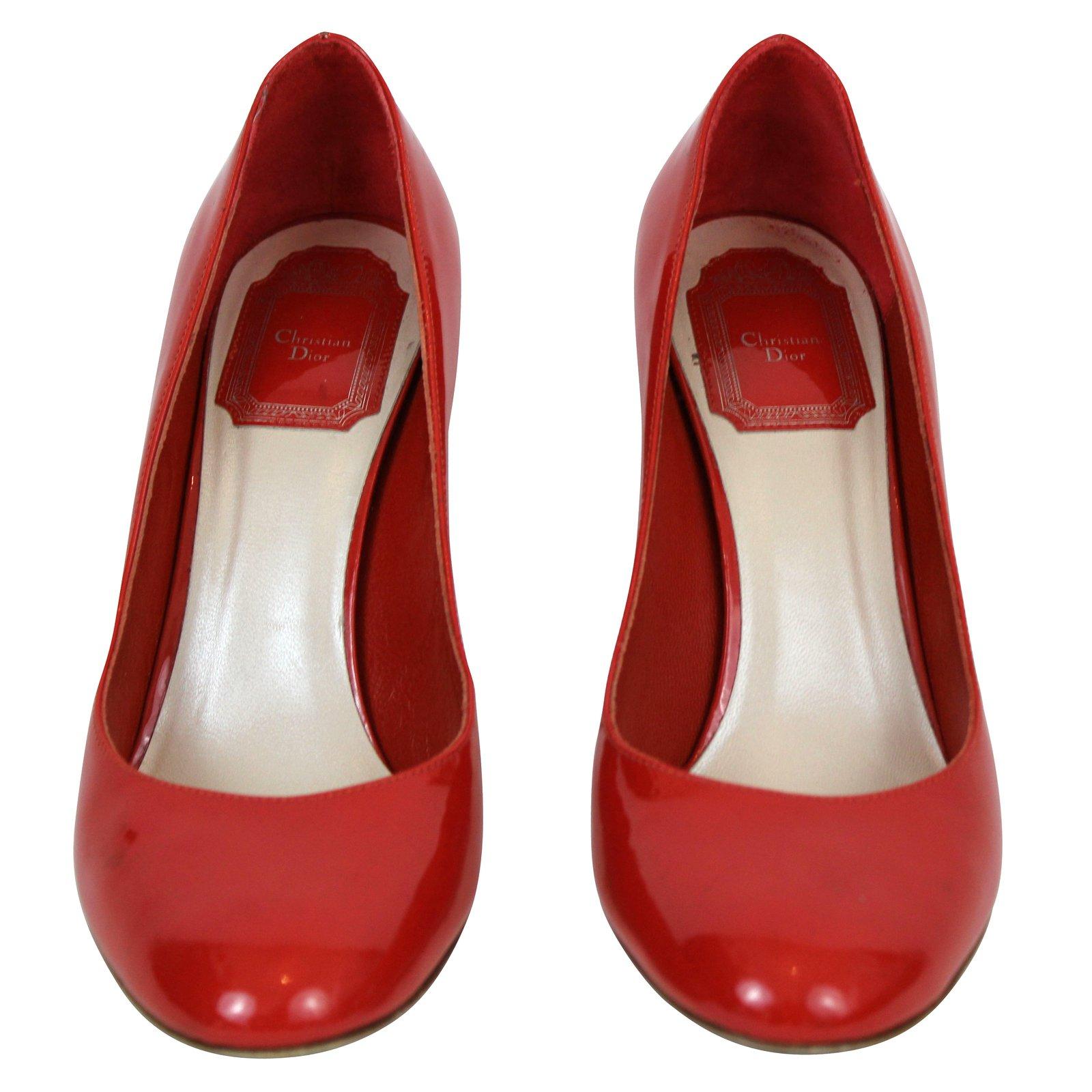 Escarpins vernis rouge - Pied vernis rouge ...