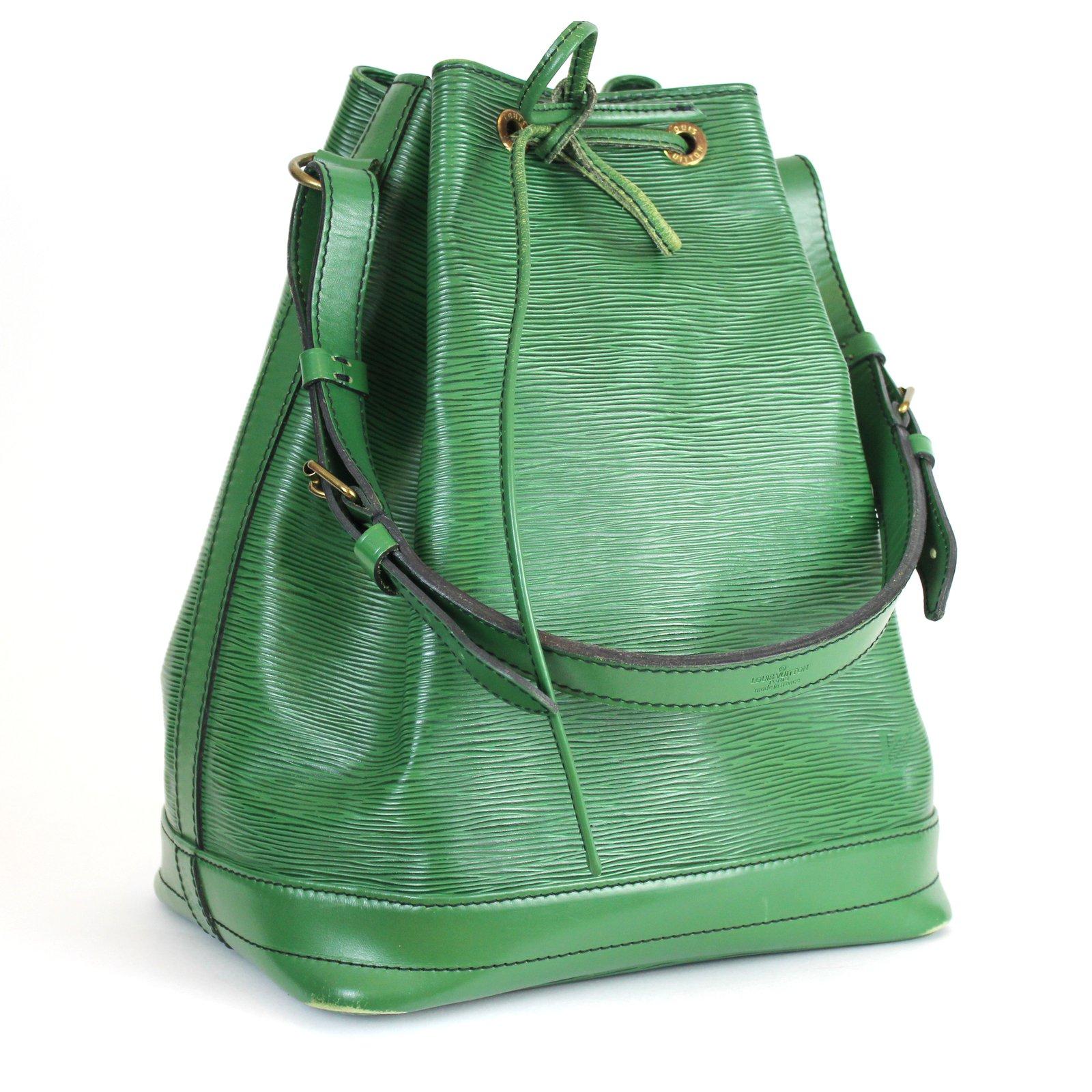 ede932fa87903 Sacs à main Louis Vuitton sac Noé GM Cuir Vert ref.5226 - Joli Closet