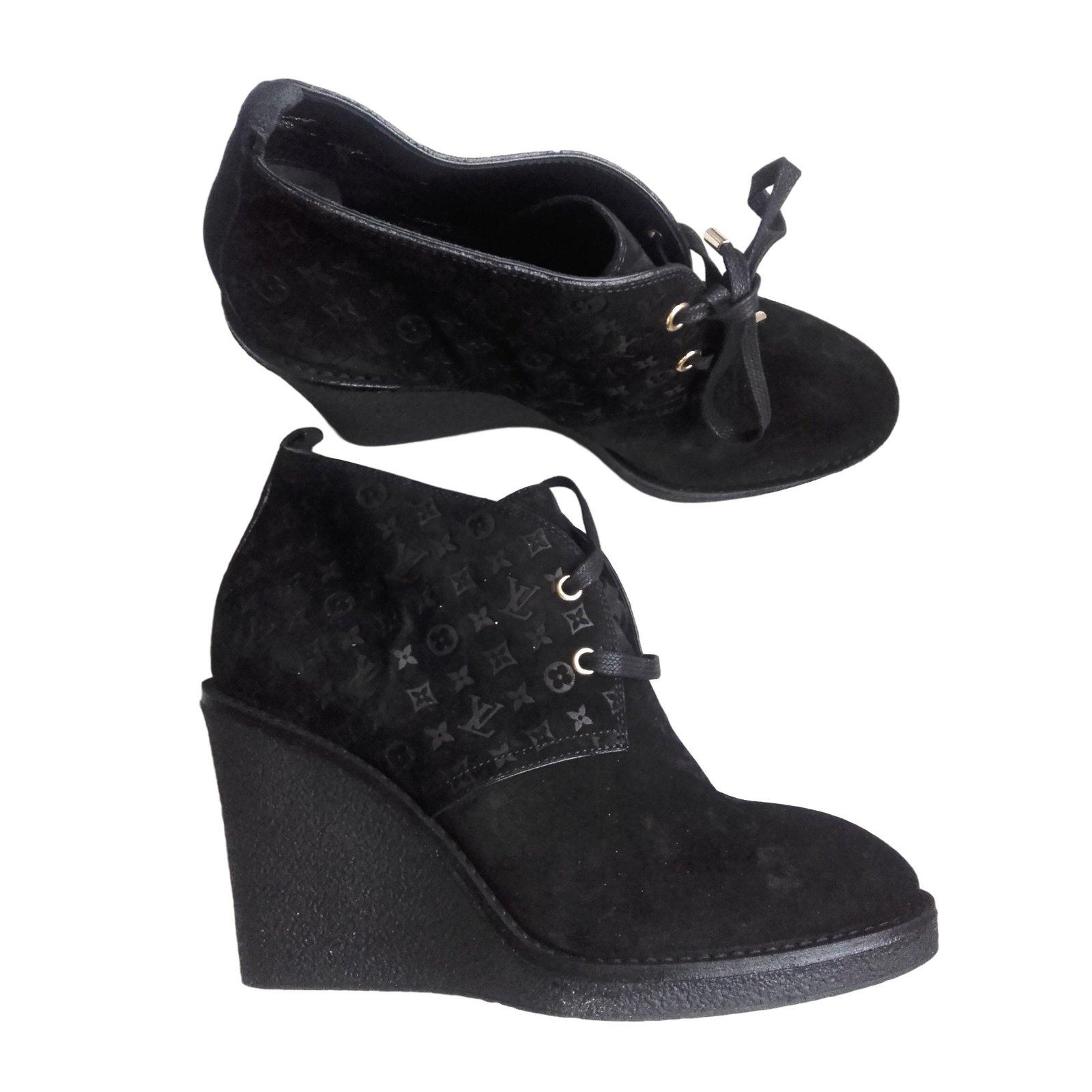 d8a505801d5 Louis Vuitton Ankle Boots Ankle Boots Deerskin Black ref.9277 - Joli ...