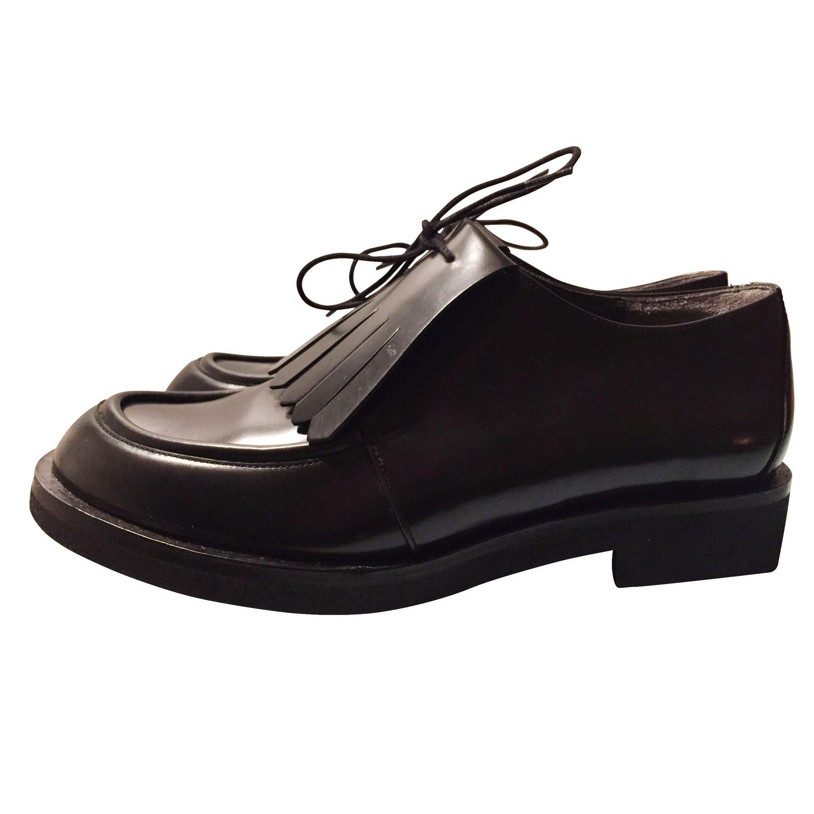 derbies robert clergerie derbies en cuir vernis noir cuir vernis noir joli closet. Black Bedroom Furniture Sets. Home Design Ideas