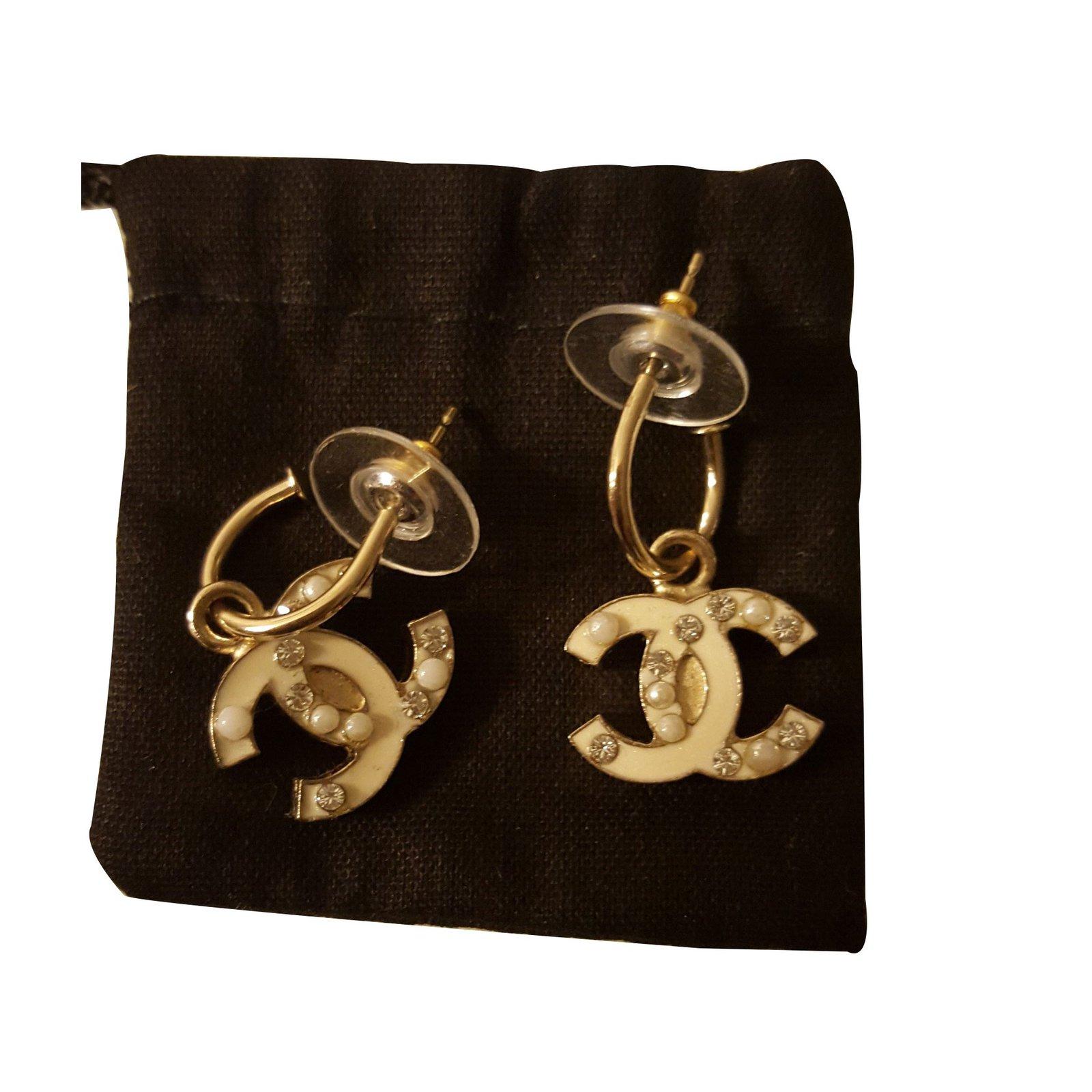 boucles d 39 oreilles chanel boucles d 39 oreilles autre beige joli closet. Black Bedroom Furniture Sets. Home Design Ideas