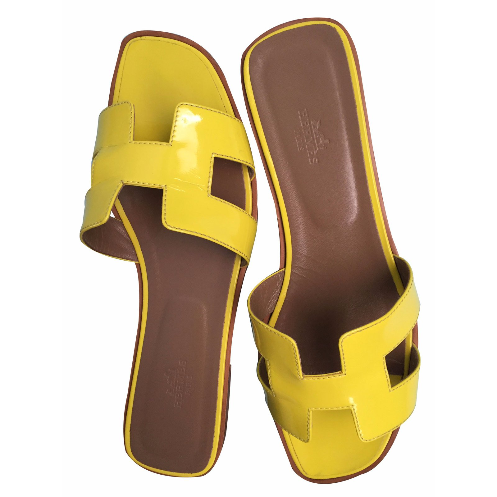 a04470698c32 Hermès Oran Vernis fluo Sandals Patent leather Yellow ref.16713 ...