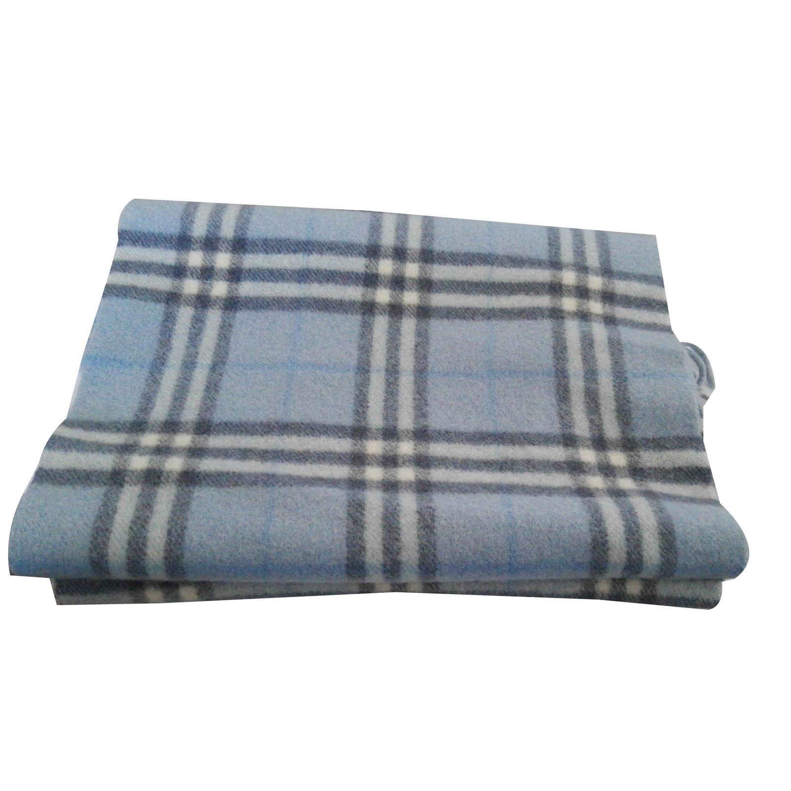 echarpes homme burberry echarpe laine bleu joli closet. Black Bedroom Furniture Sets. Home Design Ideas