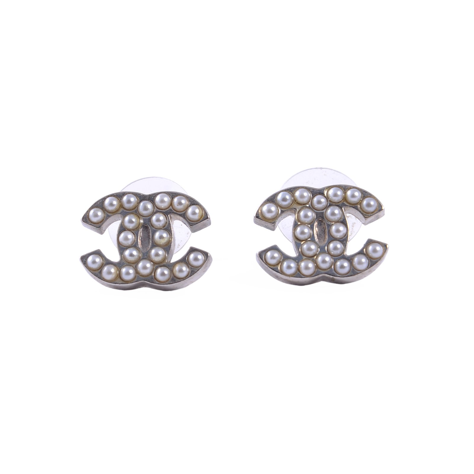 boucles d 39 oreilles chanel boucles d 39 oreilles m tal argent. Black Bedroom Furniture Sets. Home Design Ideas