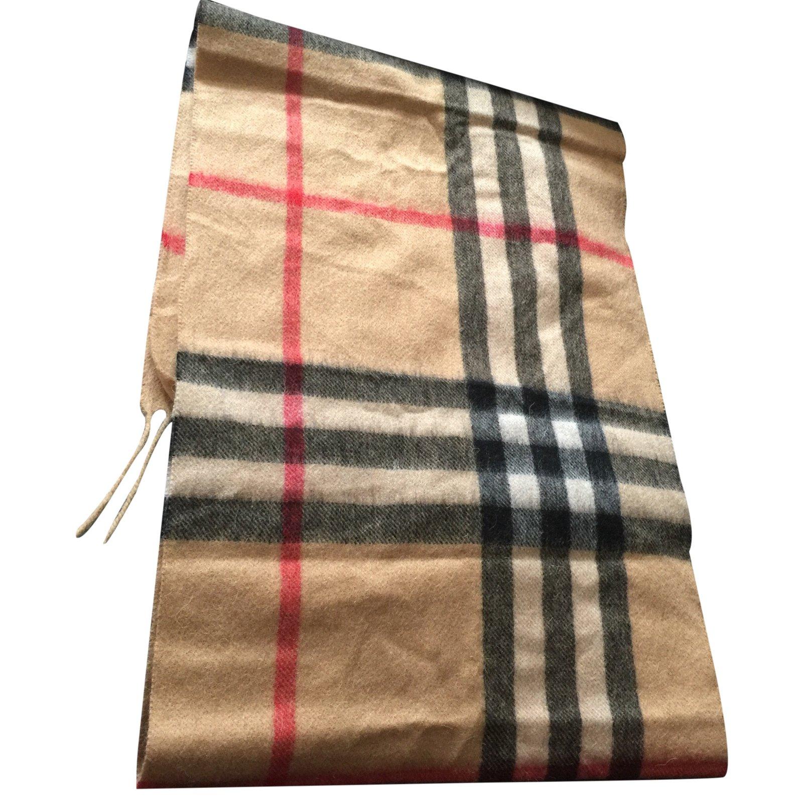 foulards burberry foulard autre autre joli closet. Black Bedroom Furniture Sets. Home Design Ideas