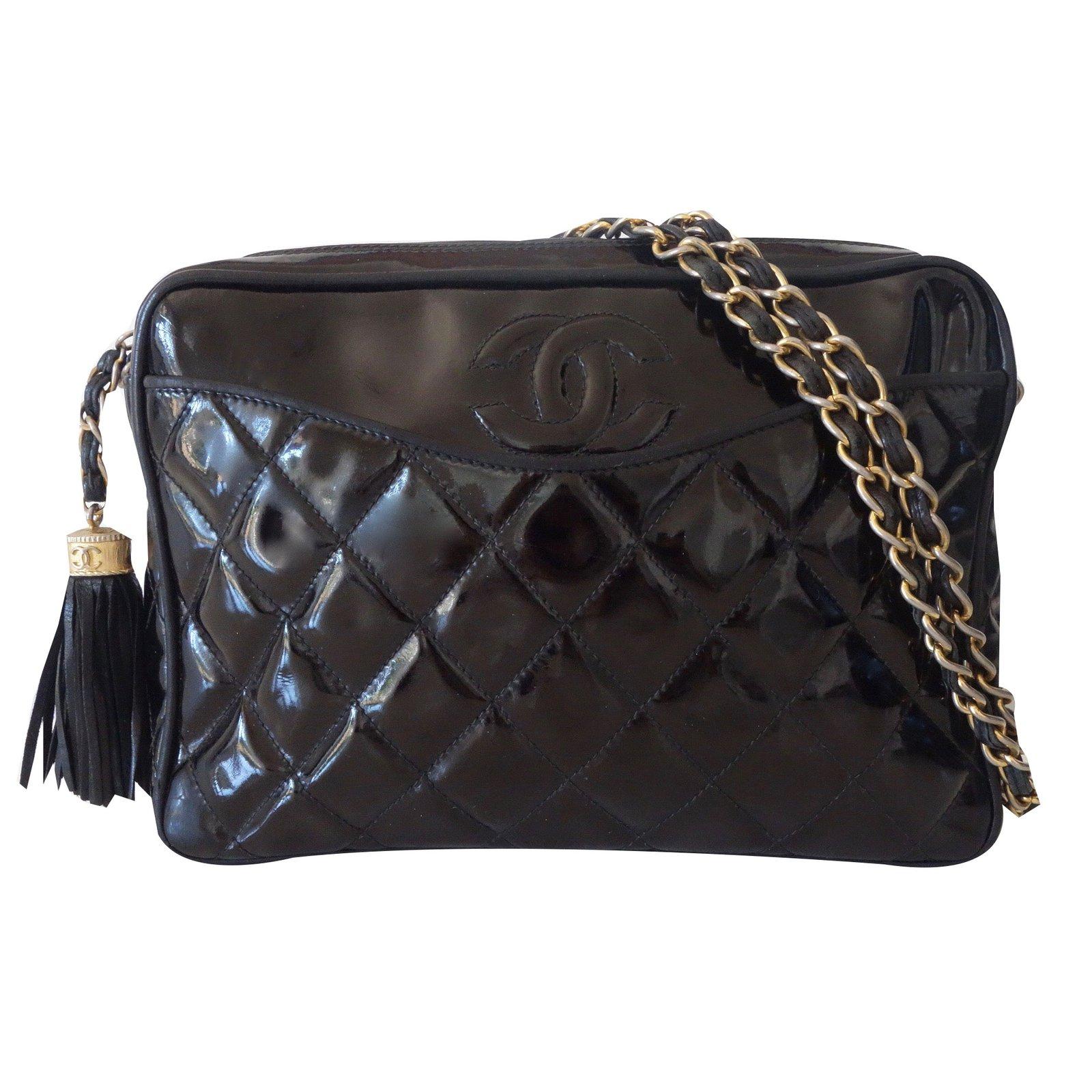 Sacs à main Chanel CAMERA VINTAGE POMPON Cuir vernis Noir ref.24989 e158d269bfa