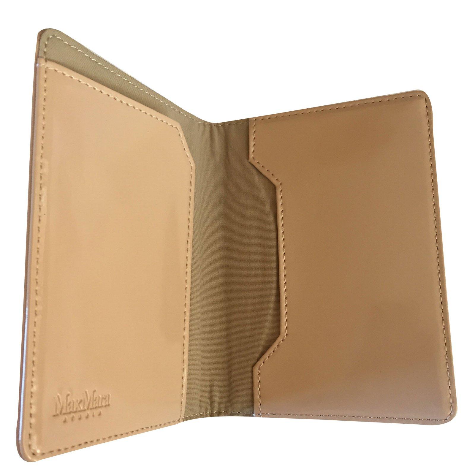 Petite Maroquinerie Max Mara Porte Passeport Cuir Vernis Beige Ref - Porte passeport cuir