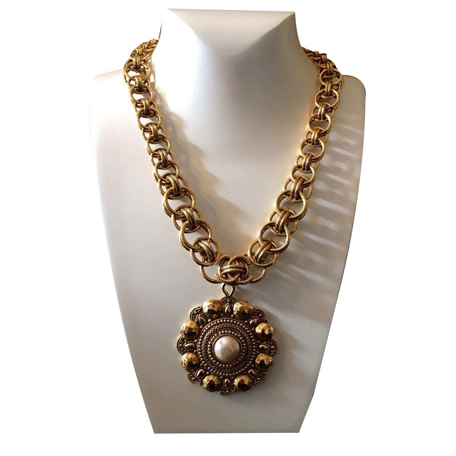 aae1212a2588 Colliers Chanel Collier vintage avec perle Métal Doré ref.25743 ...
