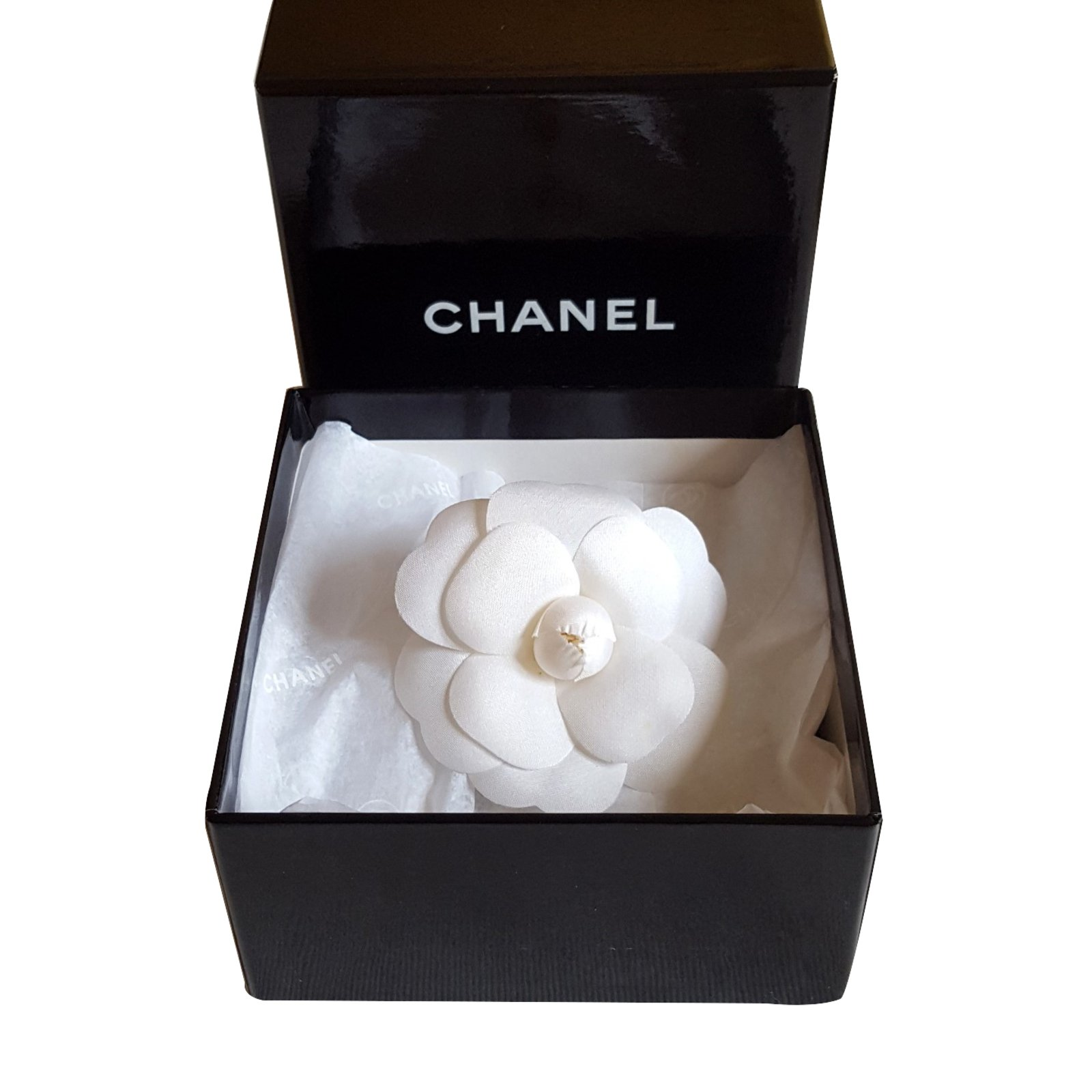 Chanel Camelia brooch Pins & brooches Cloth White ref ...