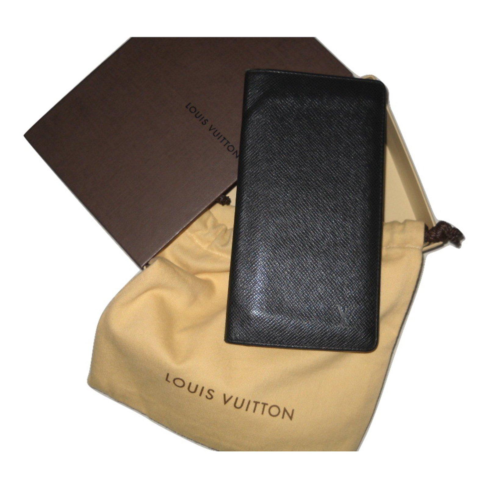 Petite maroquinerie homme Louis Vuitton Portefeuille cuir Taiga Cuir Gris  ref.27011 fdf8a3eb5c3