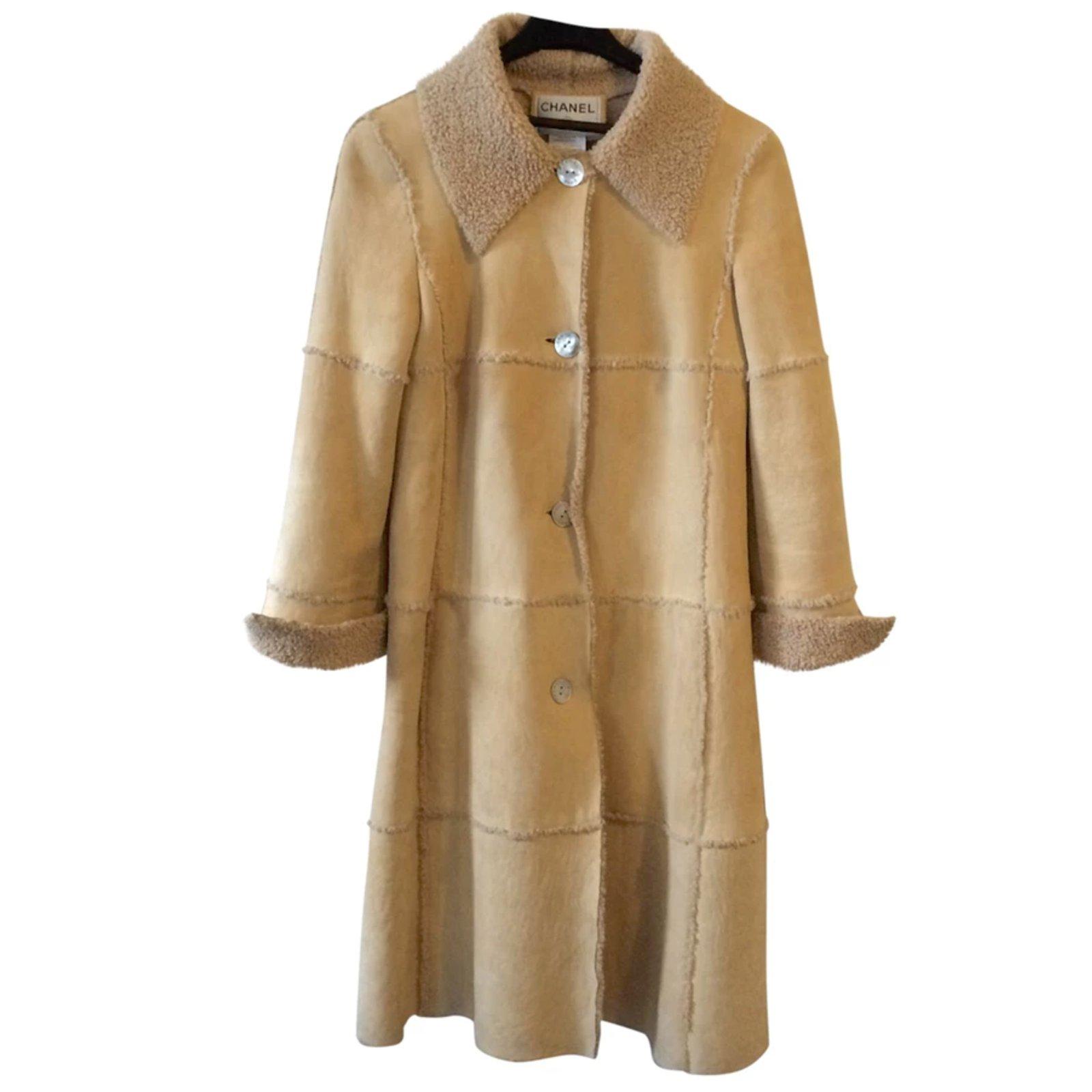 manteaux chanel manteau en peau lain e daim autre ref. Black Bedroom Furniture Sets. Home Design Ideas