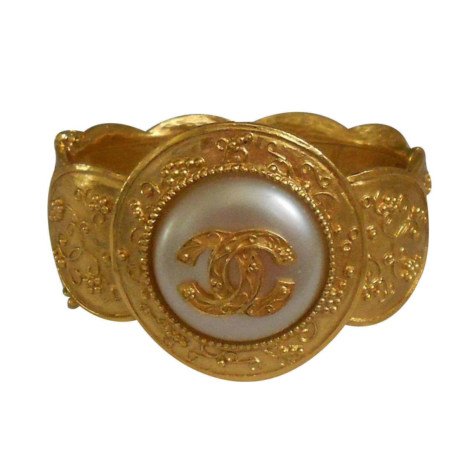 bb31d31939ef Chanel Bracelet Bracelets Metal Golden ref.29183 - Joli Closet