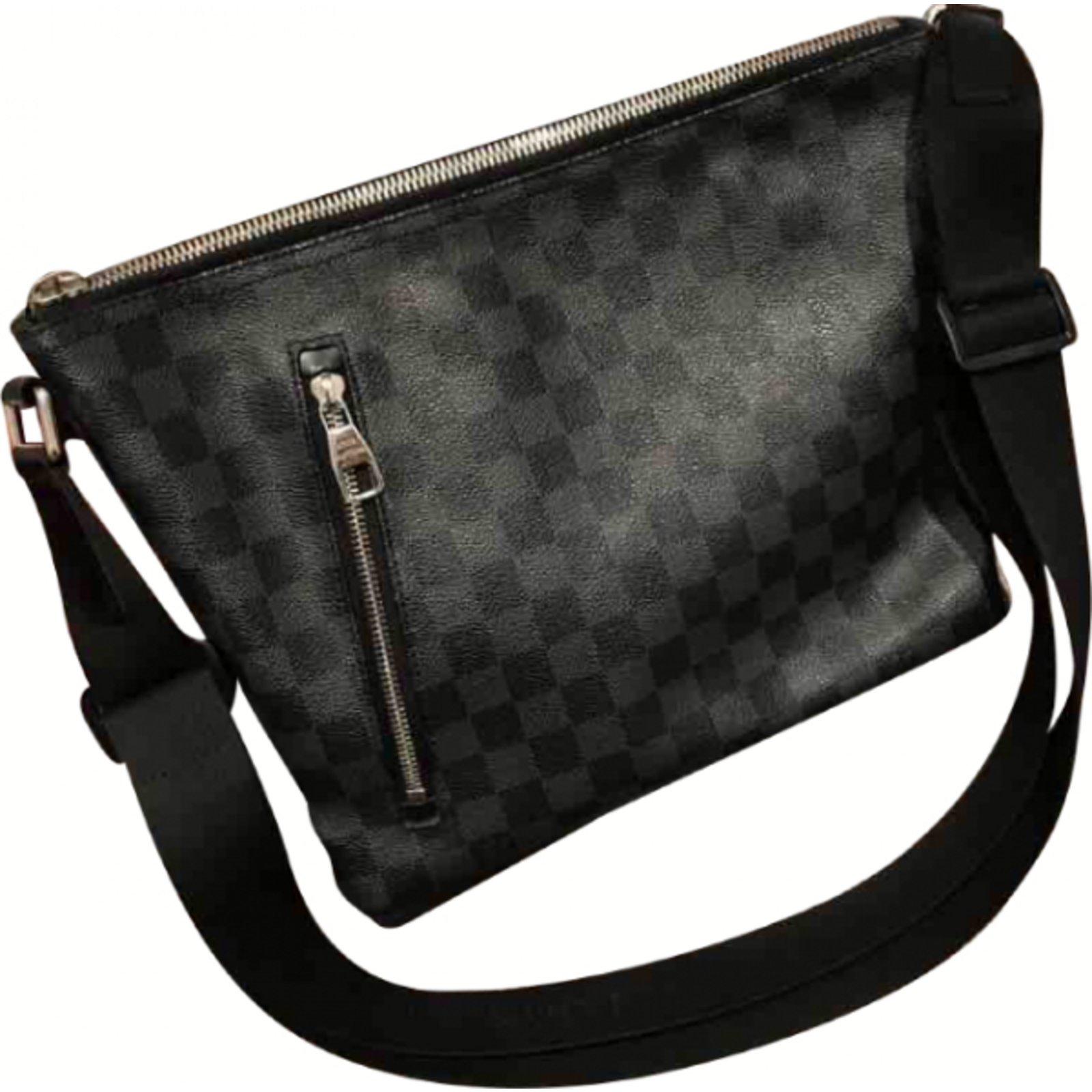 b12db7bd1e4 Pochettes Louis Vuitton Mick pm Cuir Noir ref.30671 - Joli Closet