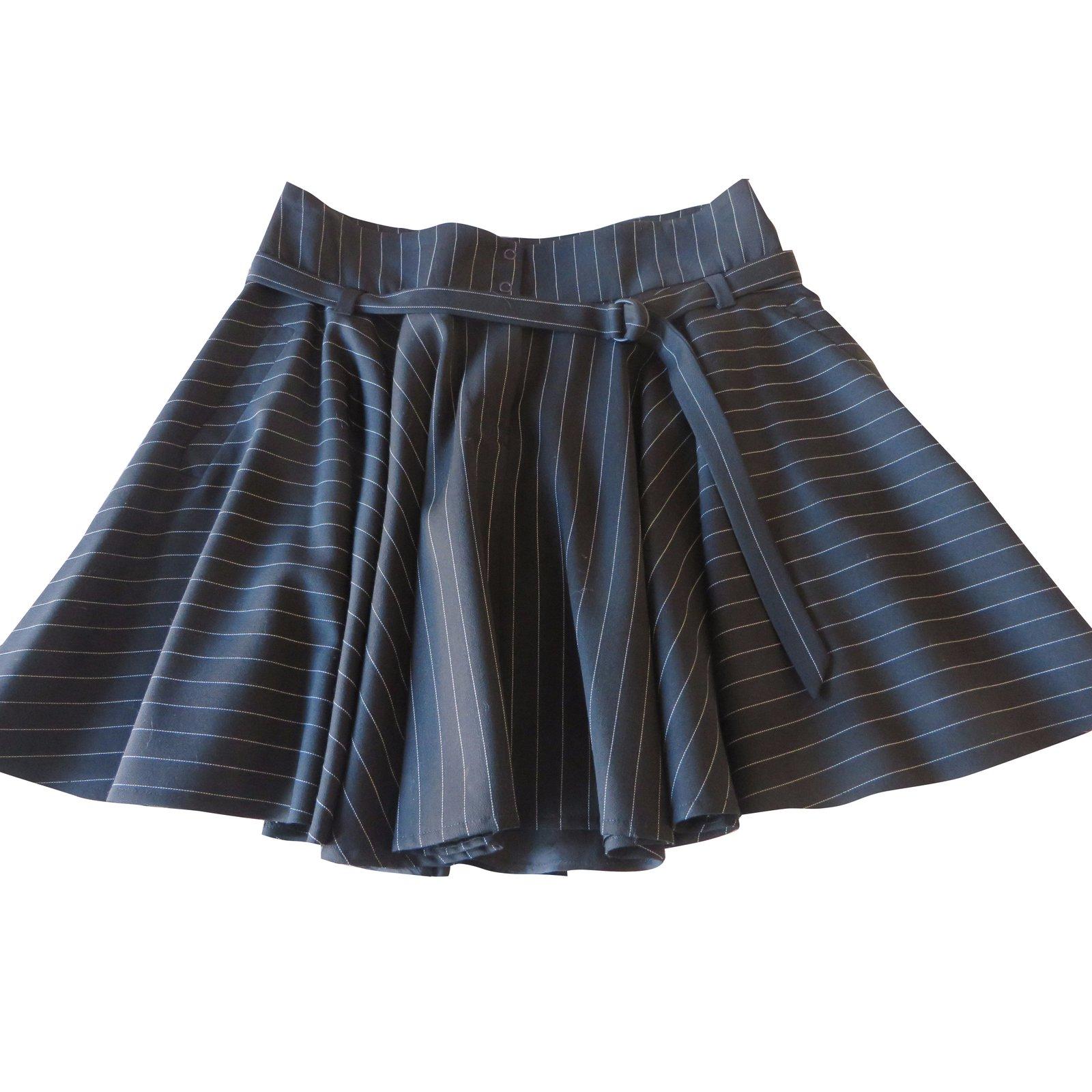 jupes plein sud mini jupe patineuse noire et ray e blanche tr s fin plein sud laine noir ref. Black Bedroom Furniture Sets. Home Design Ideas