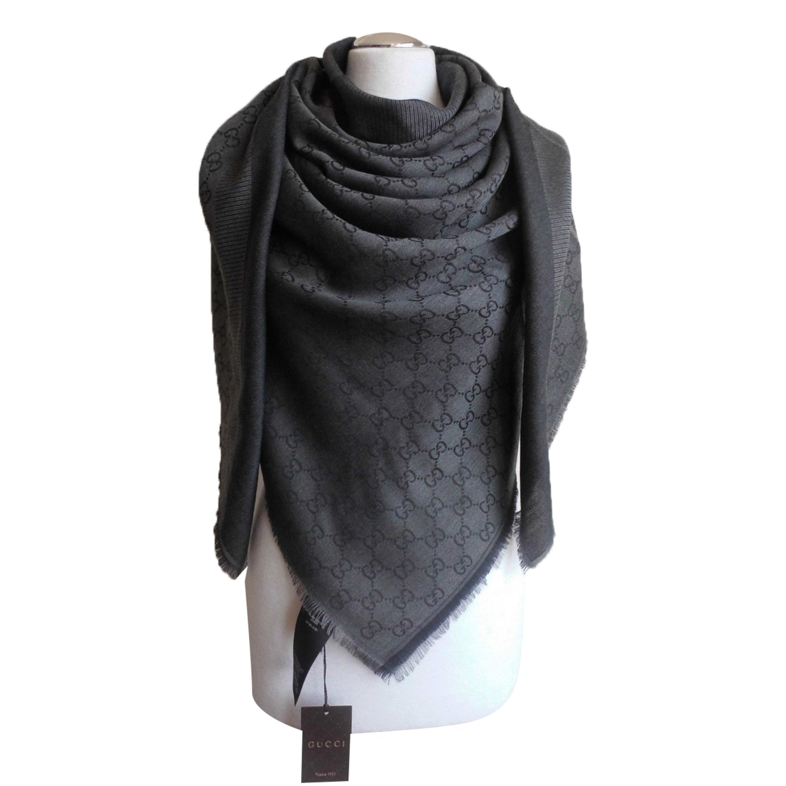 gucci sciarpa stola nuova gucci grigio scuro scarves silk wool dark grey joli closet. Black Bedroom Furniture Sets. Home Design Ideas