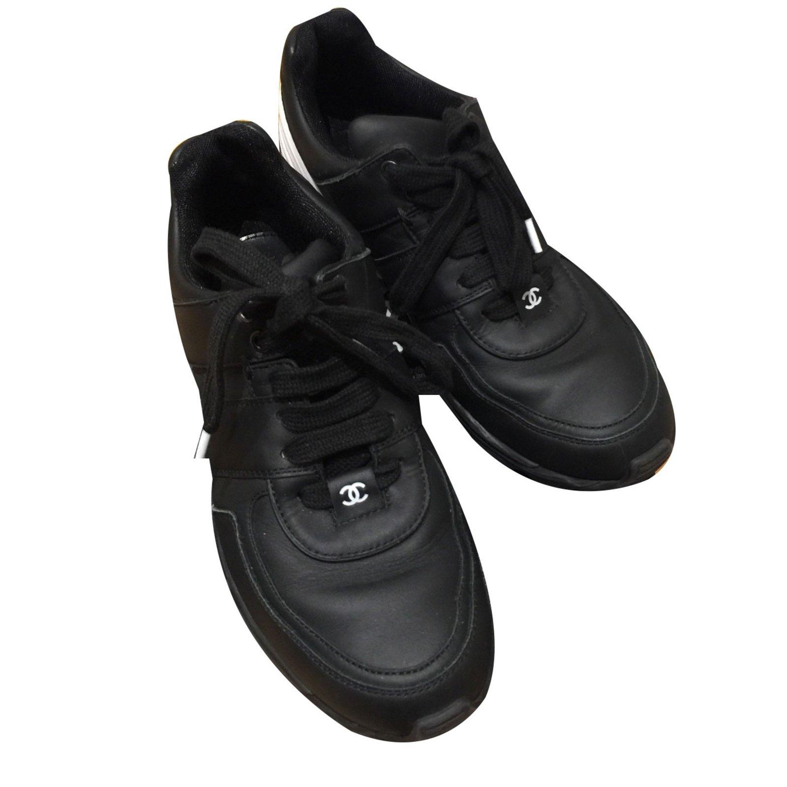 Chanel Sneakers Sneakers Leather Black ref.31903 - Joli Closet ea1e38e58e0