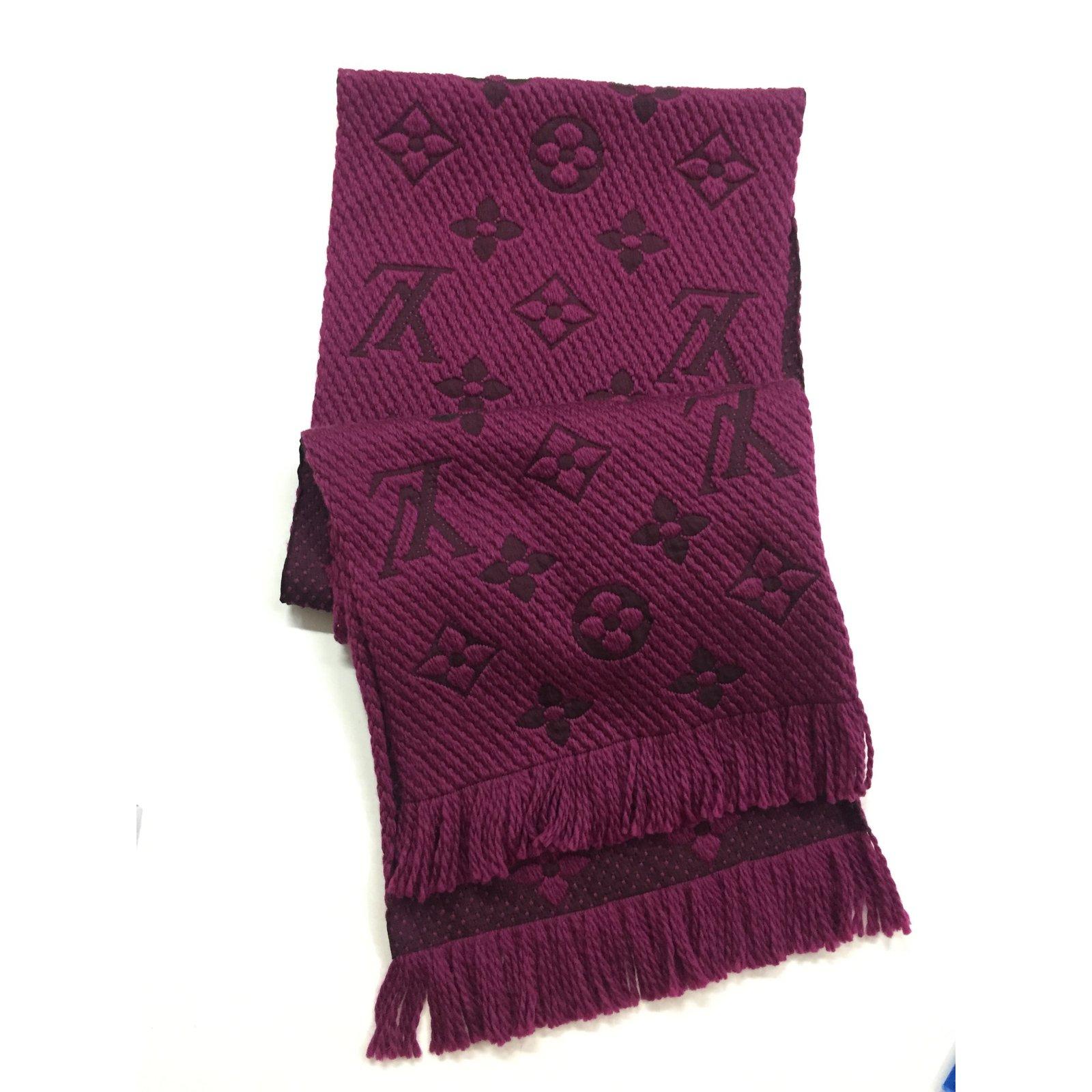 9d41206fd4a3 Foulards Louis Vuitton Echarpe Logomania Soie,Laine Bordeaux ref.32662