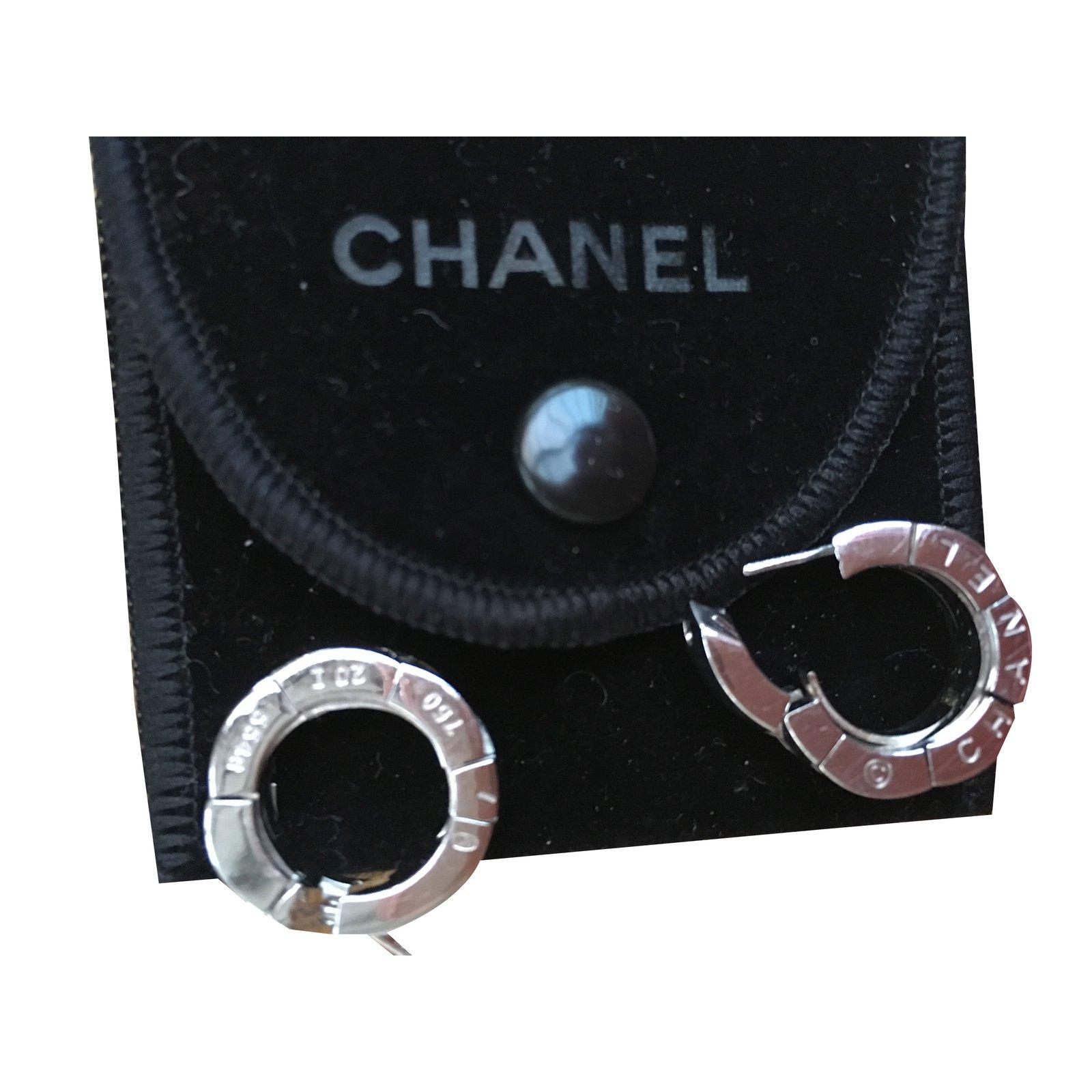 boucles d 39 oreilles chanel boucles d 39 oreilles or blanc joli closet. Black Bedroom Furniture Sets. Home Design Ideas