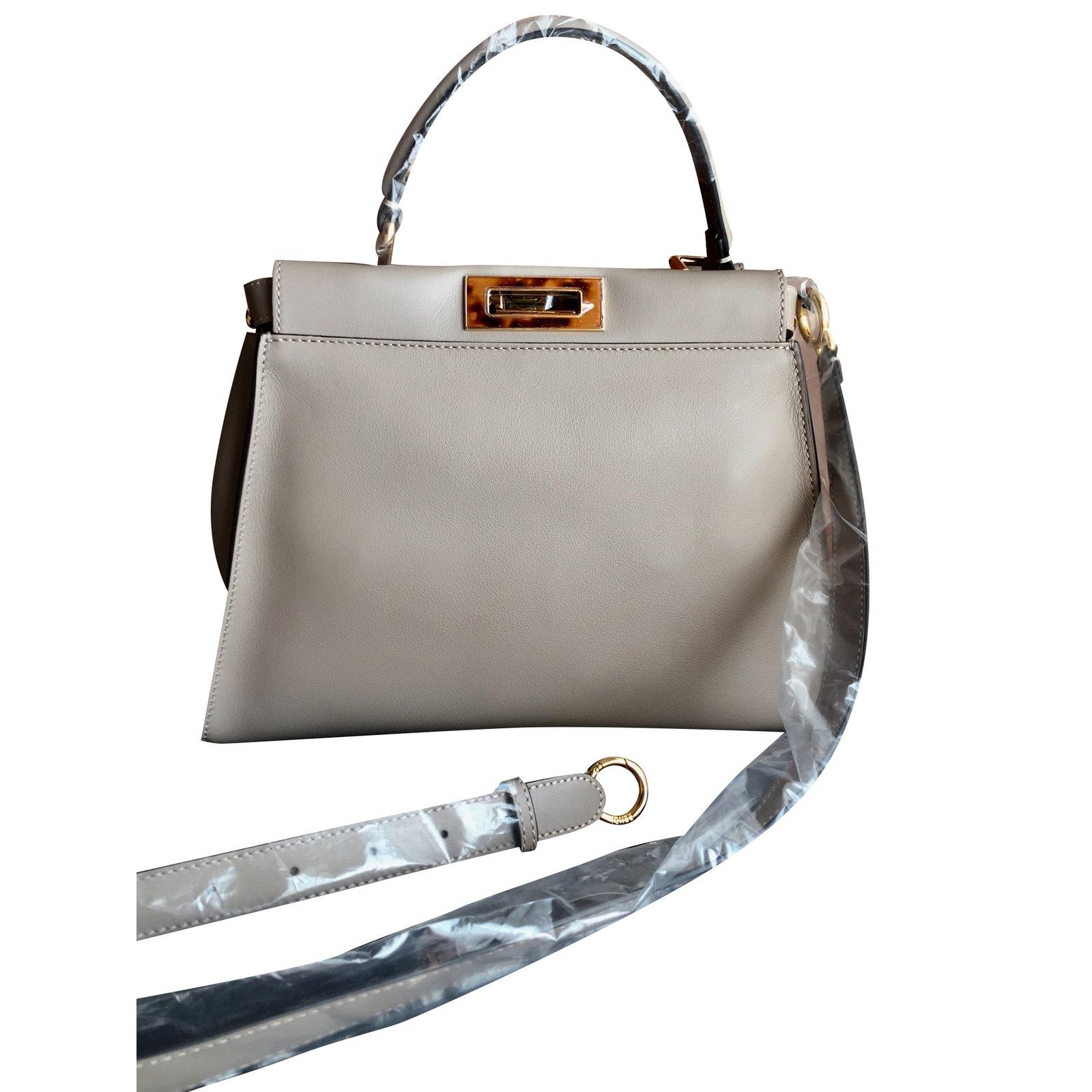 sacs main fendi peekaboo regular cuir gris joli closet. Black Bedroom Furniture Sets. Home Design Ideas