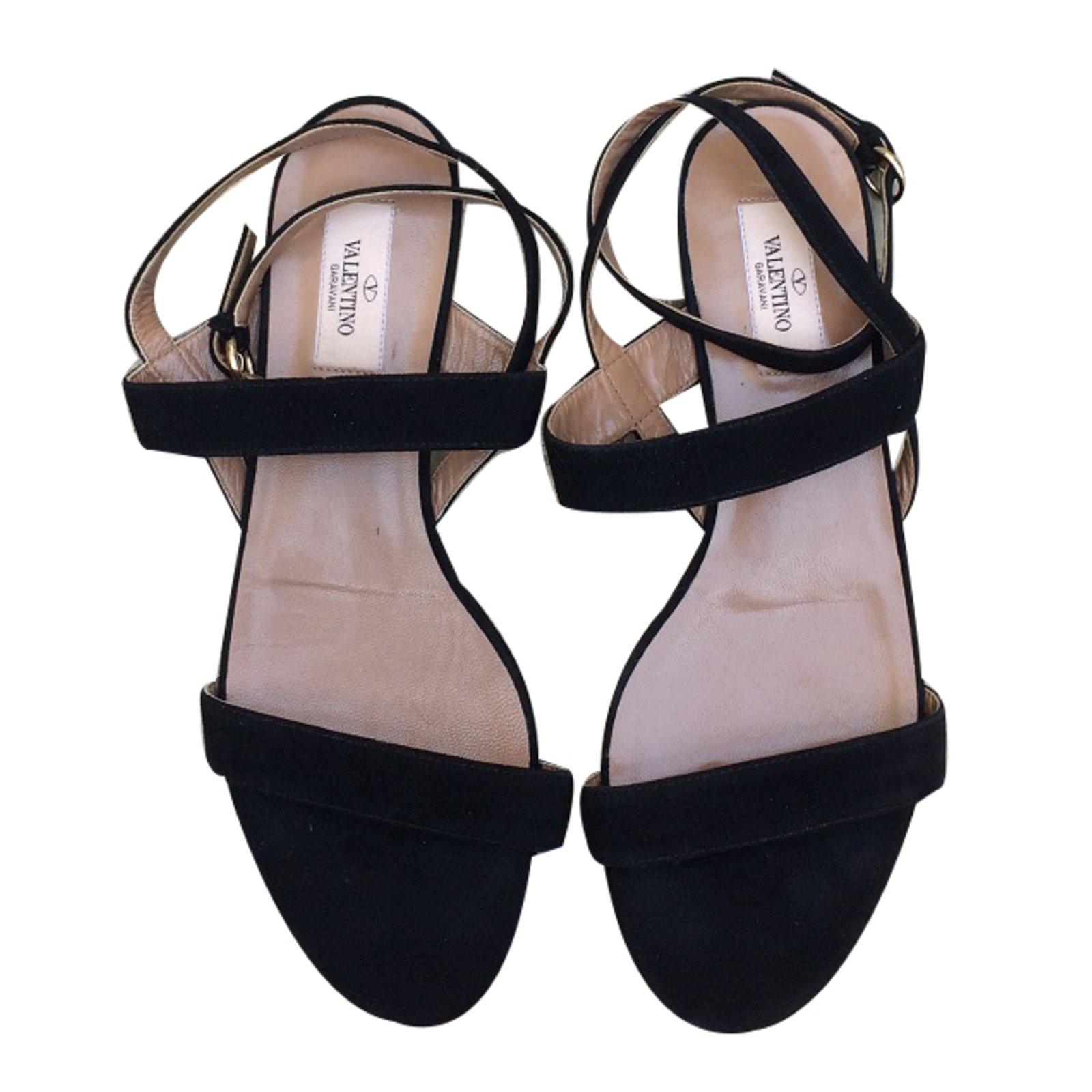 5d5bd678c8e Valentino Garavani Sandals Sandals Leather Black ref.36920 - Joli Closet