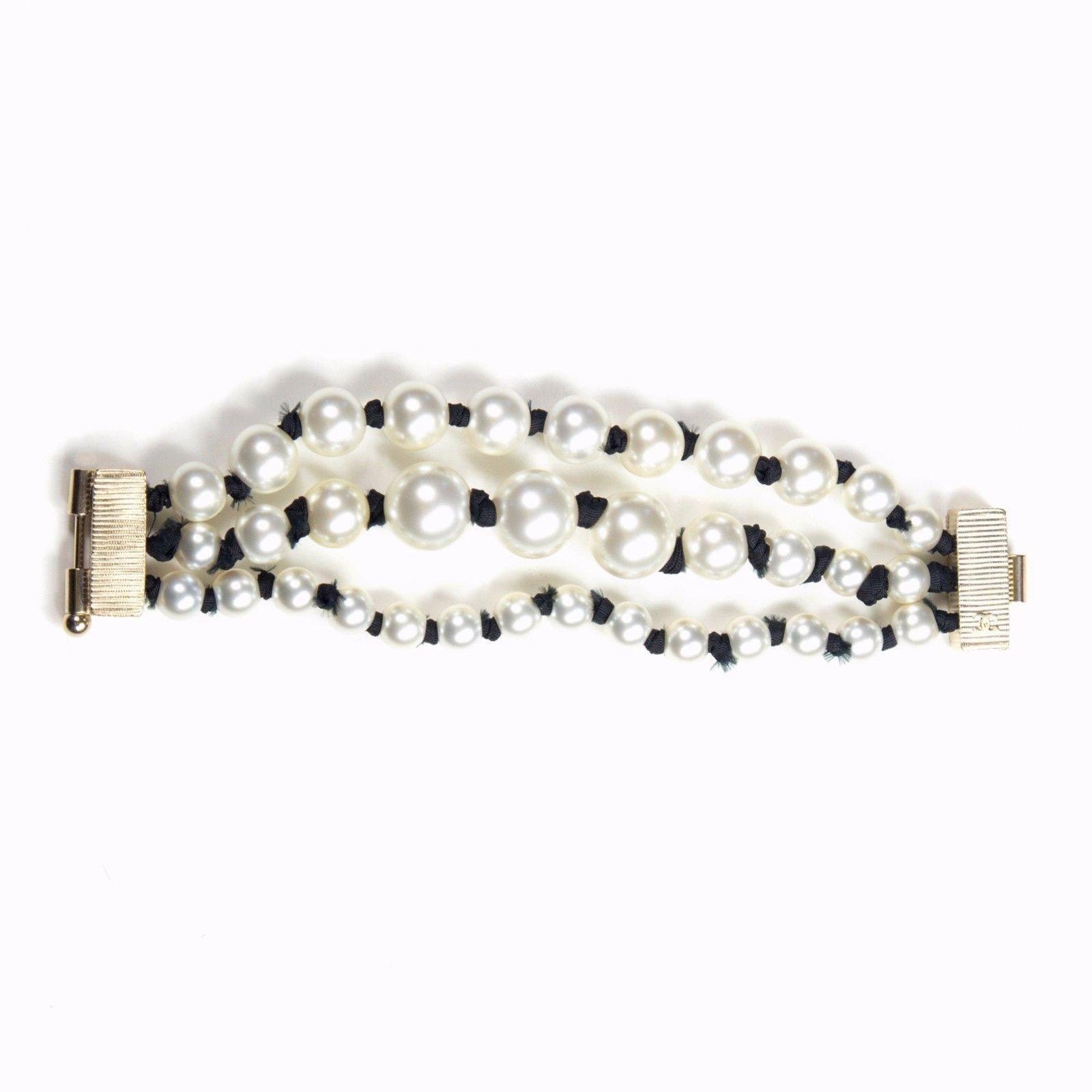 bracelets chanel 2016 bracelet perle triple rang perle blanc joli closet. Black Bedroom Furniture Sets. Home Design Ideas