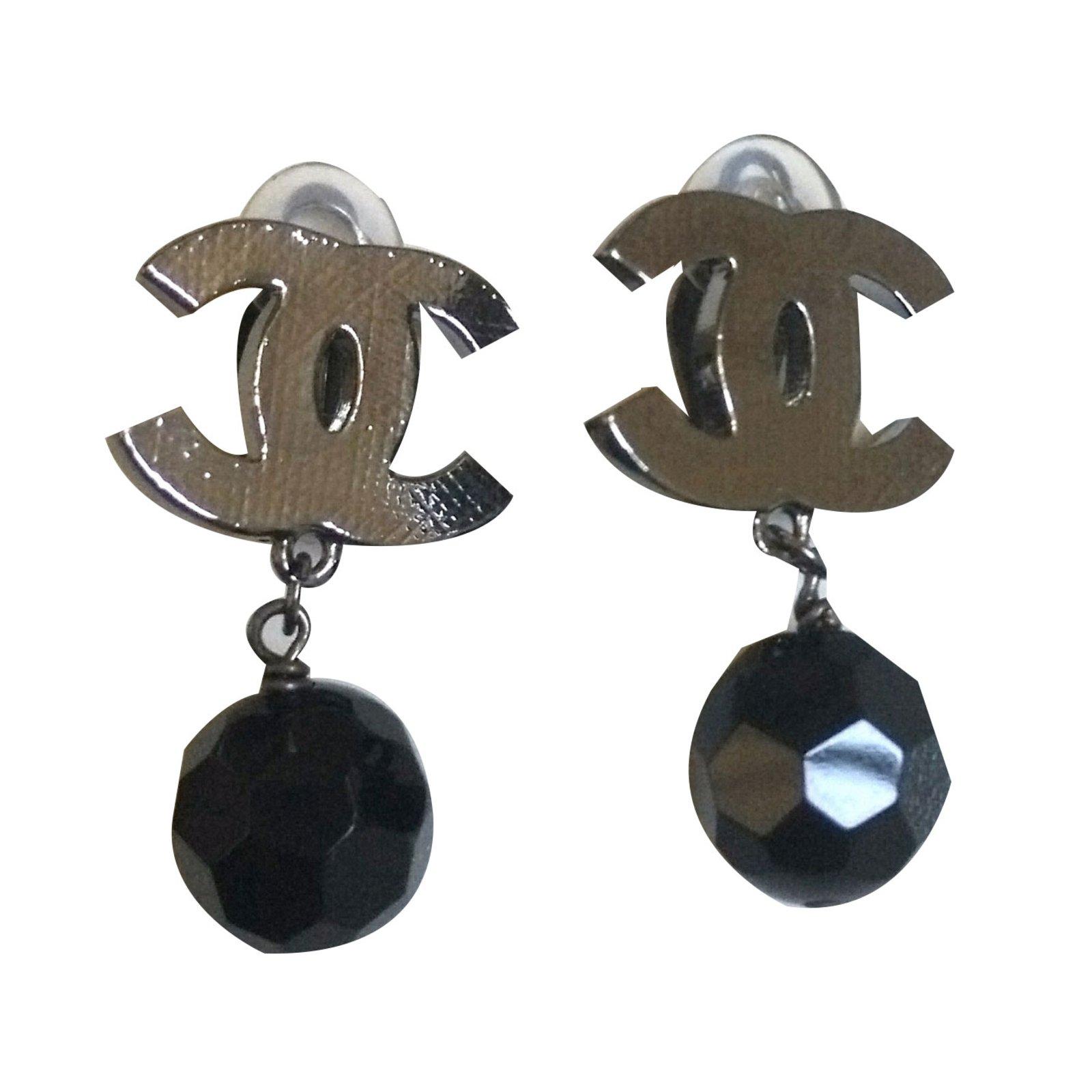 boucles d 39 oreilles chanel boucles d 39 oreilles clips chanel. Black Bedroom Furniture Sets. Home Design Ideas