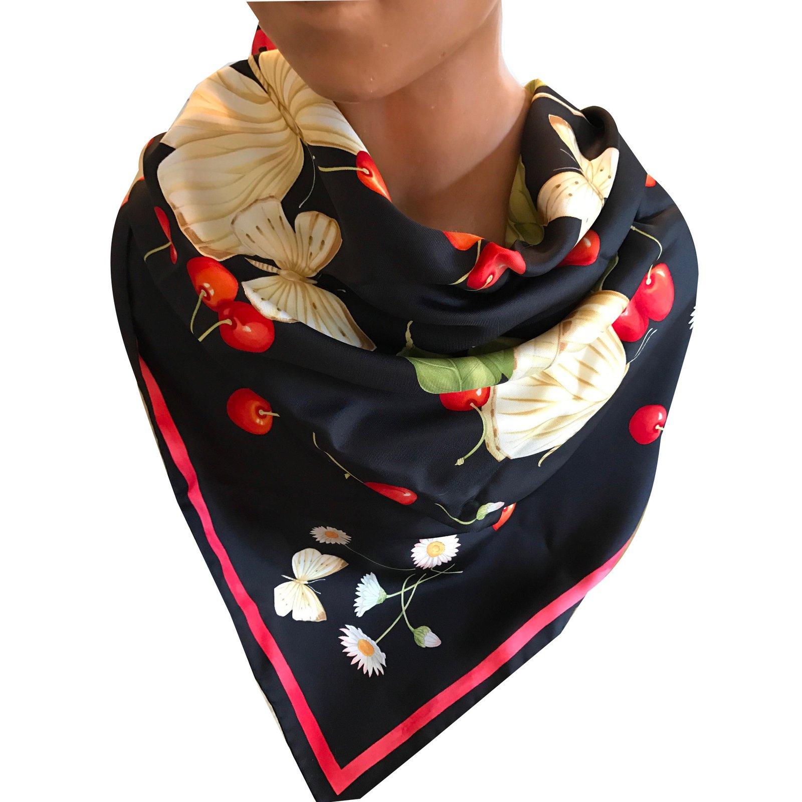 Foulards Salvatore Ferragamo Papillons cerises marguerites Soie Multicolore  ref.39544 0ebabaad7fa