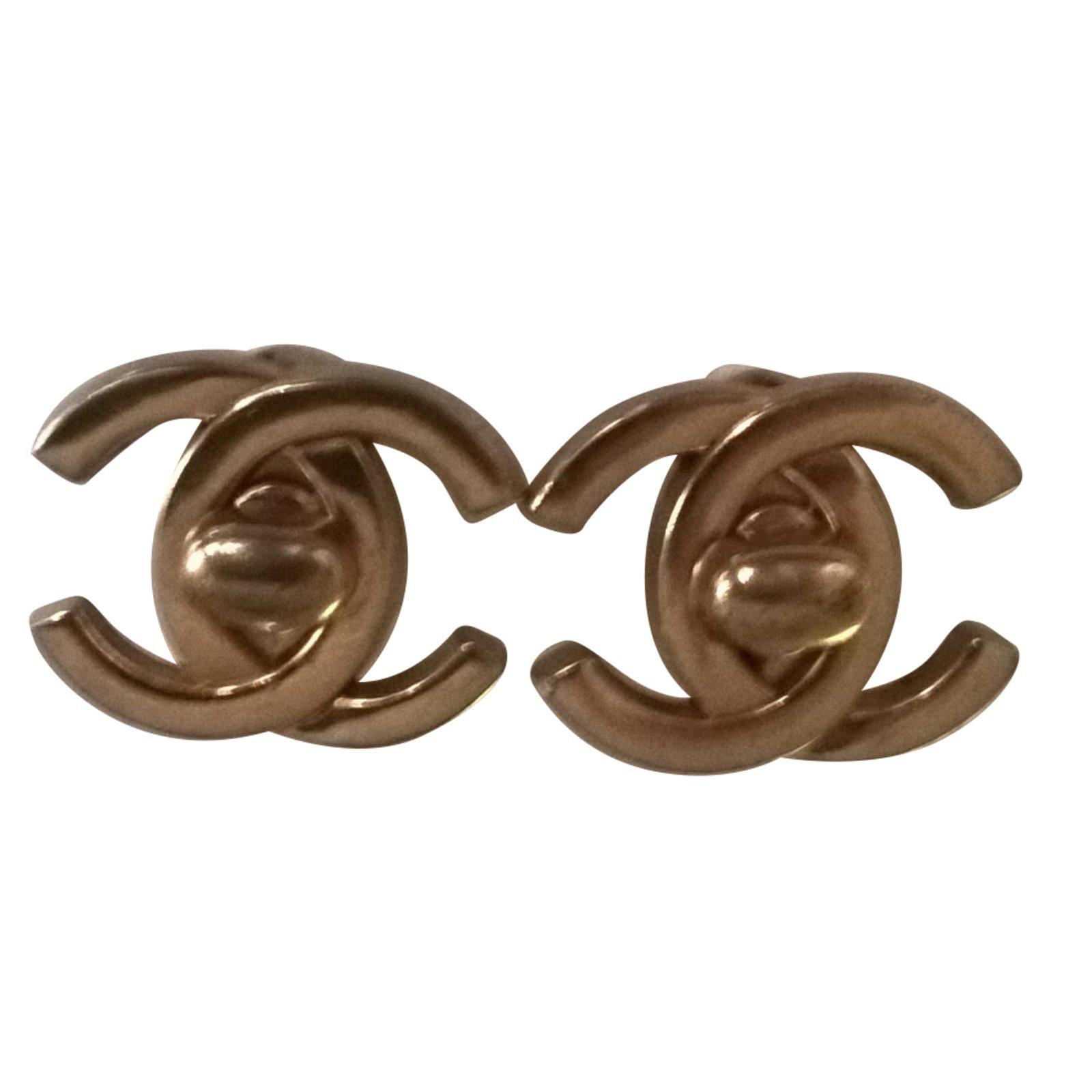 boucles d oreilles chanel en argent bijoux chic. Black Bedroom Furniture Sets. Home Design Ideas